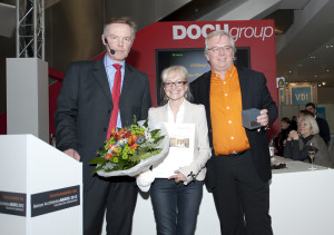 """Preisverleihung """"Heinze ArchitektenAWARD 2012""""; v. l. Dirk Schöning, Geschäftsführer Heinze GmbH, Corinna Kretschmar-Joehnk und Peter Joehnk, Geschäftsführung JOI-Design GmbH; Copyright: Heinze GmbH"""