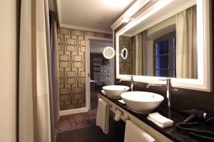 "Offenes Badezimmer in einer der Classique-Suiten des ""Le Clervaux Boutique & Design Hotels""; Copyright: JOI-Design GmbH"