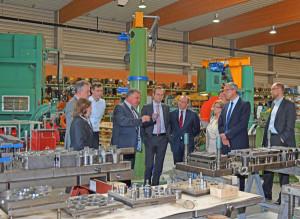 Führung-durch-die-Produktionshallen-der-FLAMMSYSCOMP-GmbH-&-Co