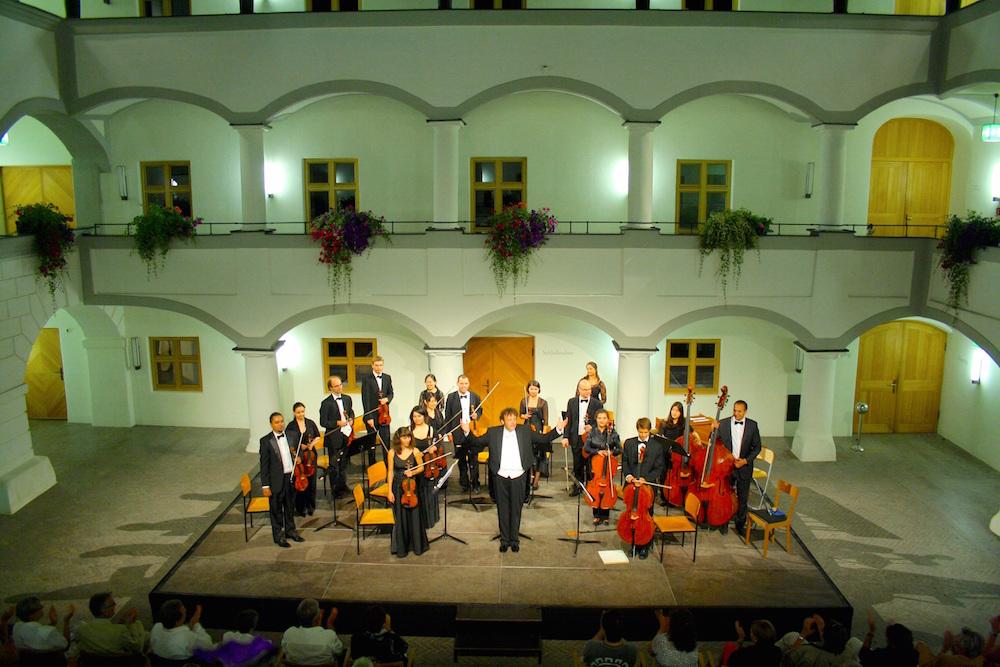 """Wasserschloss zu Hohenkammer wird auch 2016 wieder zum """"Konzertsaal"""""""