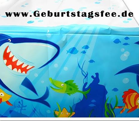 Eine faszinierende Tischdecke für Ihre Unterwasserwelt-Mottoparty mit einem gefräßigen Haifisch