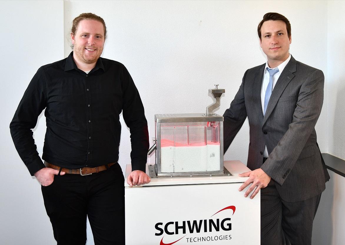 (v.l.) Julian Nienhaus und Michael J. Robinson, Experten Wirbelschicht-Prozesstechnik, SCHWING Technologies
