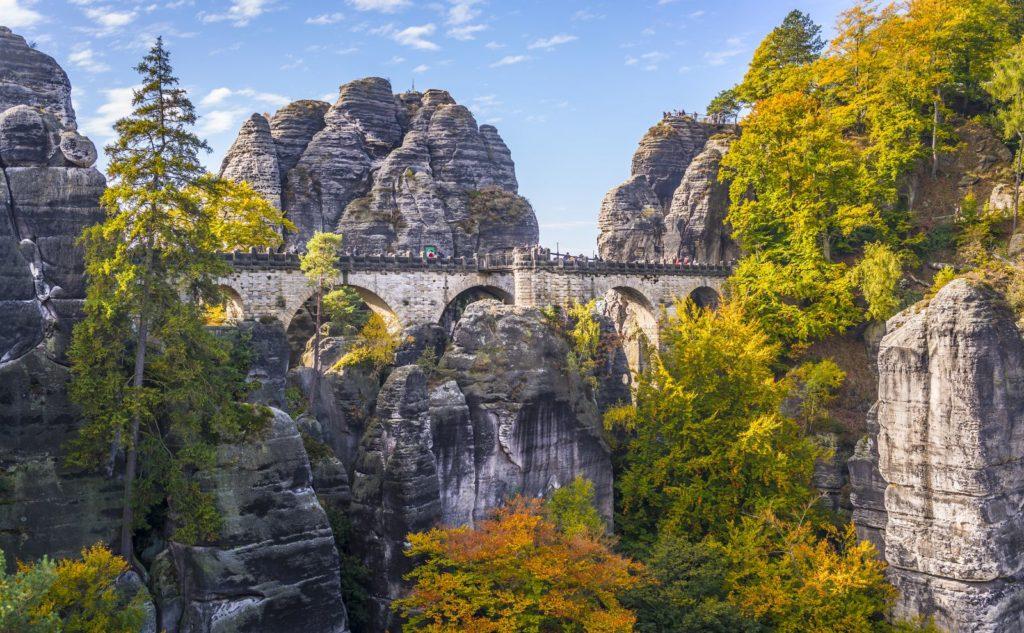 Ein echter Hingucker: die Bastei in der Sächsischen Schweiz
