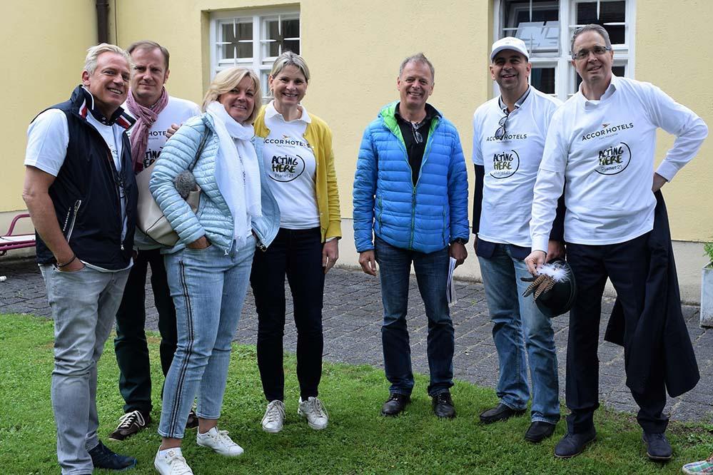 Ramadama-AccorHotels-2018_Foto1_300kb Münchner AccorHotels und Hauptverwaltung aktiv bei ihrem 11. RAMADAMA im Englischen Garten