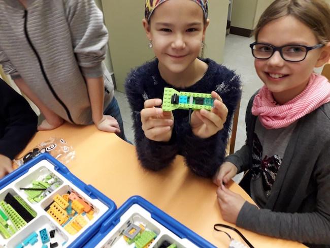 GROUPLINK-spendet-LEGO-Programmiersets-2 Weihnachtsspende an Grundschule Diesterwegstraße