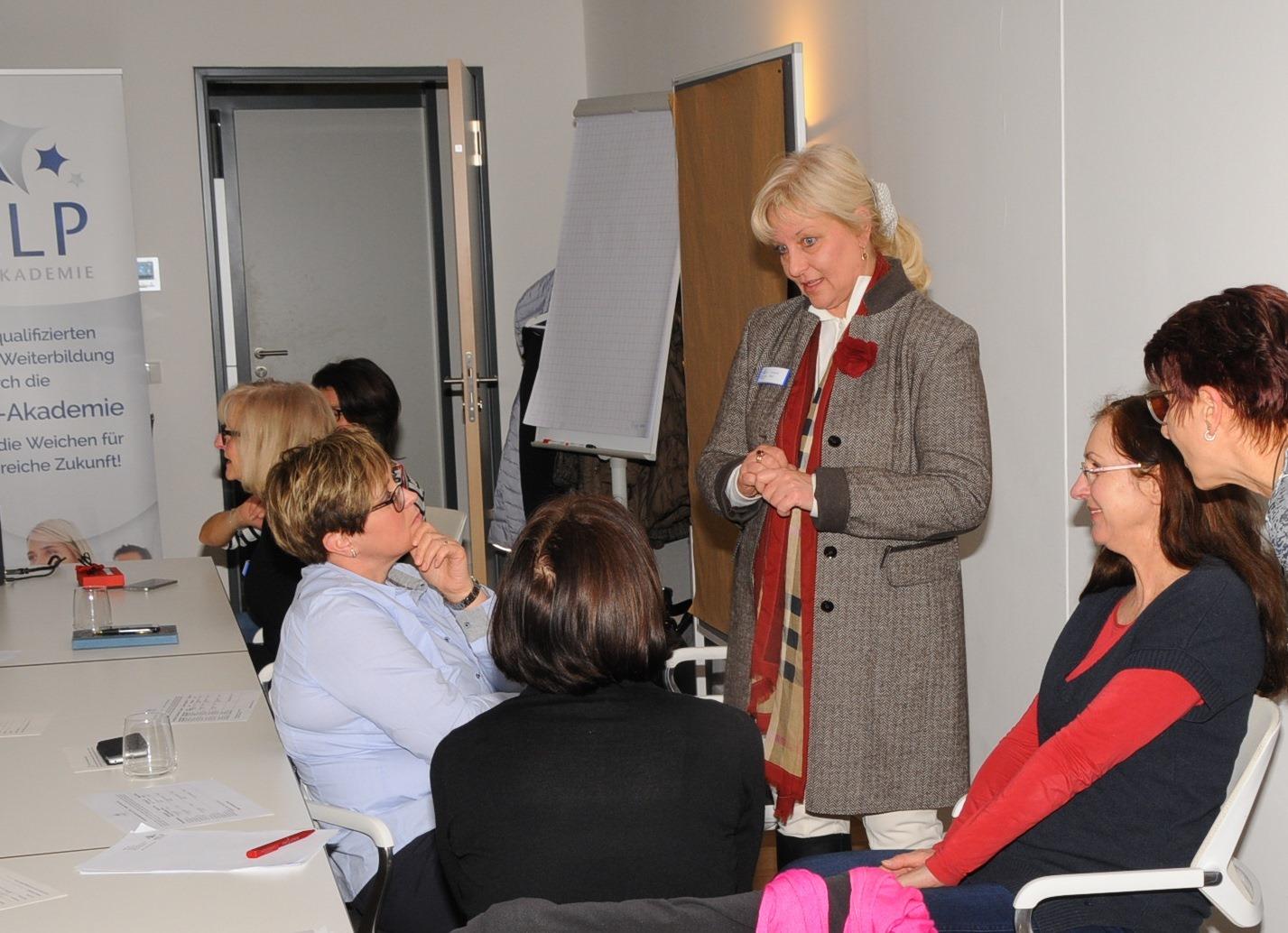 Help-Akademie: Senioren-Assistenten Ausbildung auf hohem Niveau