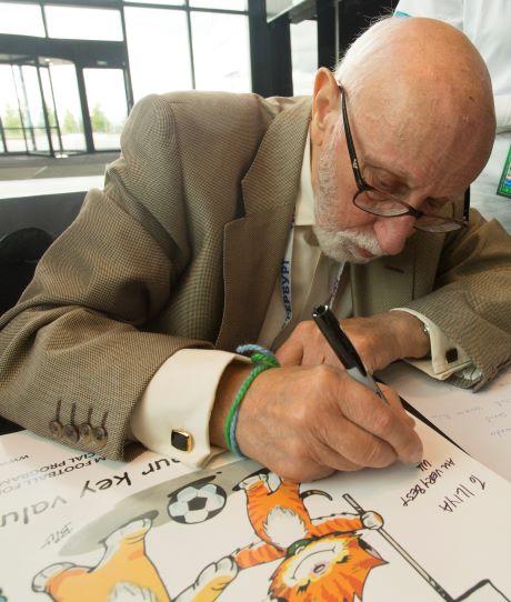 """""""Liebe ist…""""- Comic-Zeichner Bill Asprey entwirft besondere Sticker für das Fußball für Freundschaft Programm"""