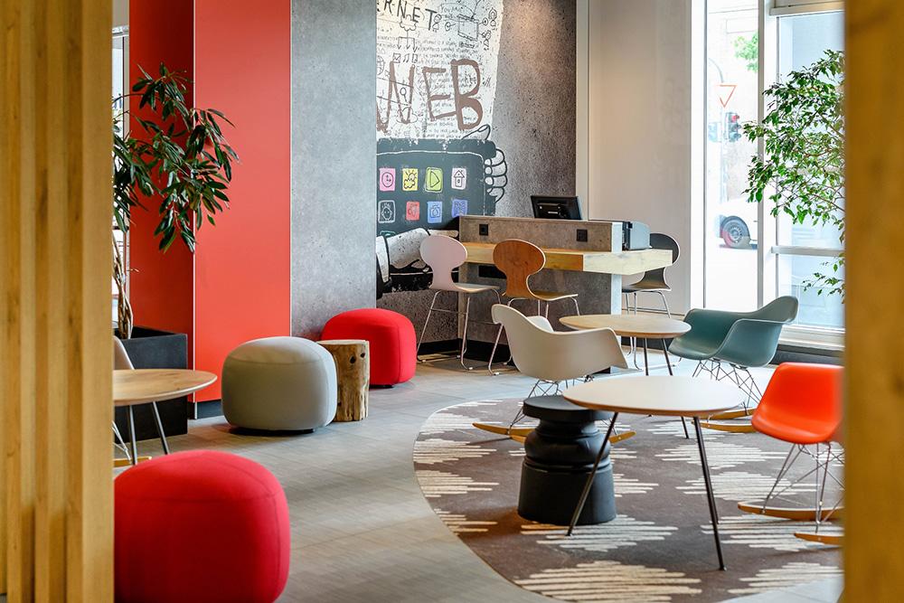 ibis_Mainz_Lobby_1000x1000 IBIS MAINZ CITY: EIN RUNDUM RENOVIERTES WOHLFÜHL-HOTEL FÜR BUSINESS- UND STÄDTEREISENDE