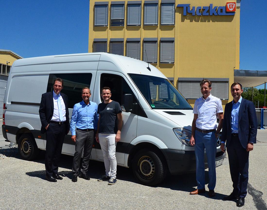 Tyczka Energy spendet erneut ein Montagefahrzeug für die europäische Flüchtlingshilfe