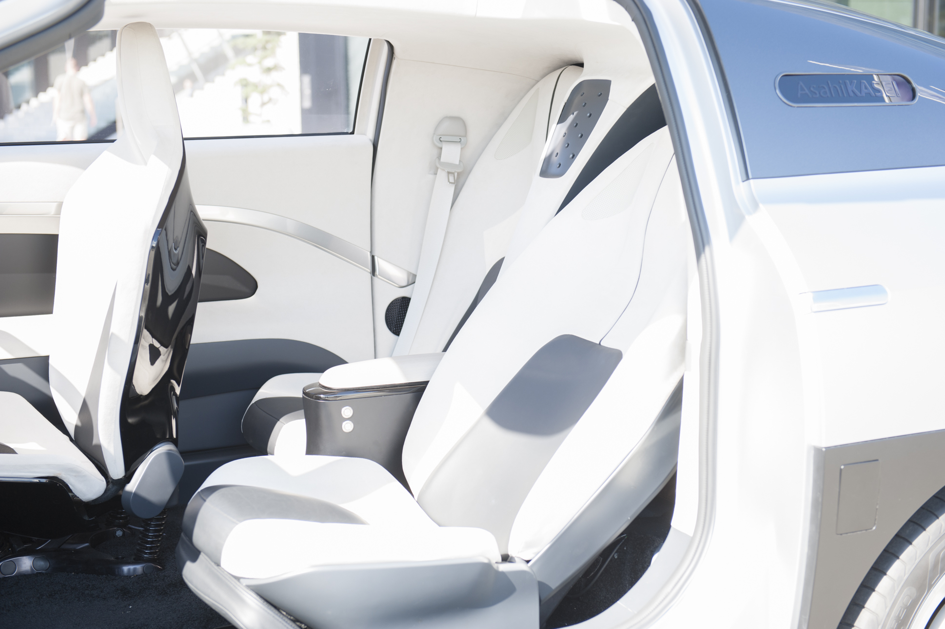 """Nicht einfach nur leicht – Kunst- und Schaumstoffe tragen zum zukünftigen Lebensraum """"Auto"""" bei"""