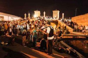 "Anteprima-Buskers-Festival-Comacchio-Trepponti-©-Andrea-Samaritani-300x200 Straßenmusik auf historischem Pflaster - das 32. ""Ferrara Buskers Festival"" verzaubert die Stadt am Po"