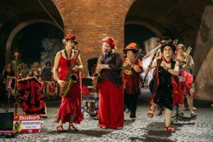 """Ferrara-Buskers-Festival-The-red-boot-band-©-Luisa-Veronese-300x200 Straßenmusik auf historischem Pflaster - das 32. """"Ferrara Buskers Festival"""" verzaubert die Stadt am Po"""