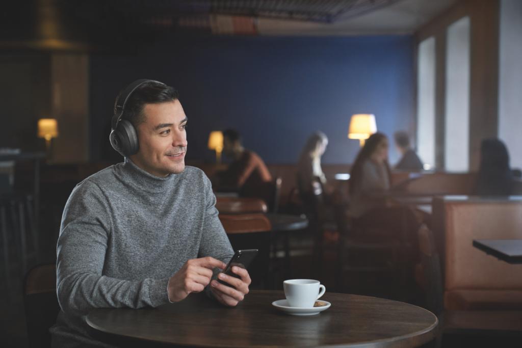Jabra_KI-1024x683 KI-Integration im Audio-Bereich: Smarte Technologien von Jabra entscheiden zielsicher, was den Nutzern moderner Kopfhörer zu Ohren kommt