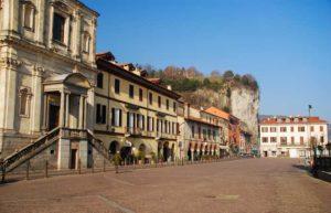 Arona-Piazza-del-Popolo-Foto-Maggioni-Tourist-Marketing-300x193 Theater auf dem Wasser in Arona am Lago Maggiore