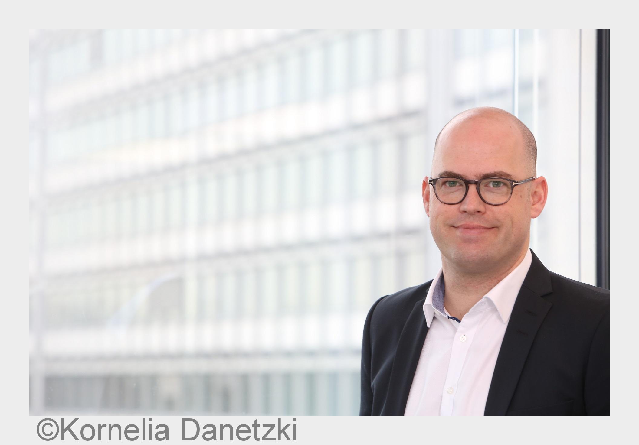 Neues Whitepaper Vertrieb und Service für Unternehmen in der Transformation