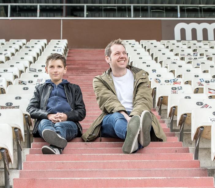 Jason (14), Autist und Autor sammelt über 30.000 € Spenden