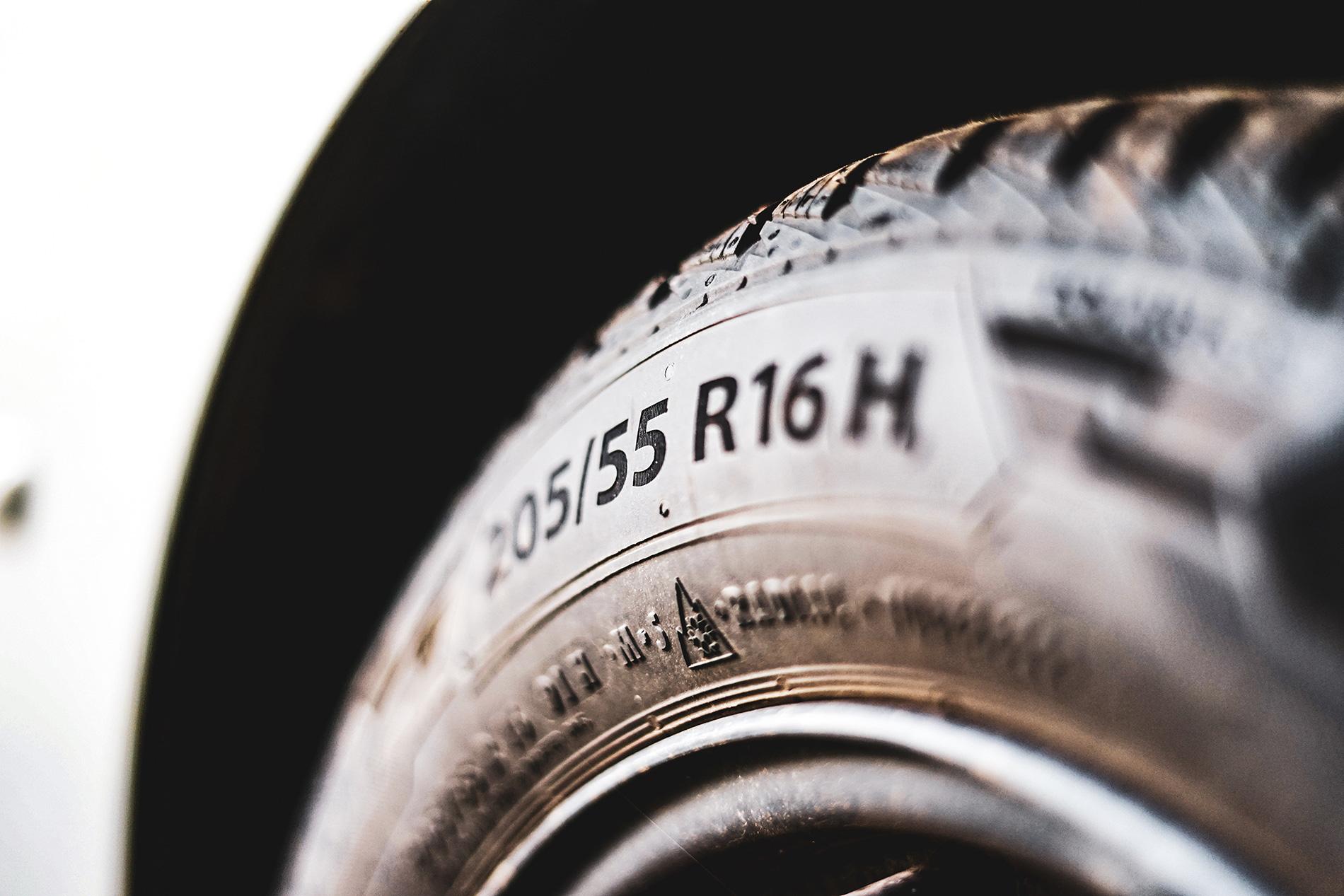 Reifenwechsel: Winterreifen kostengünstig über die Logistik-Plattform Pamyra.de versenden