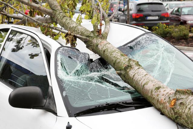 Wer haftet für Sturmschäden am Auto? – Verbraucherinformation der ERGO Group