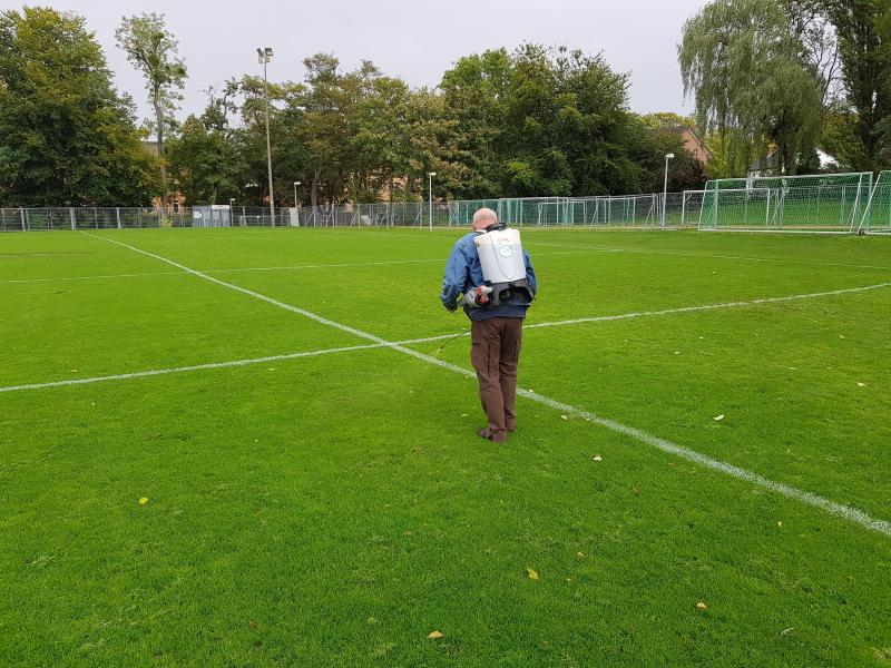 EMIKO löst CSR Zusage ein und sprüht Biotechnologie auf Rasen des Bonner SC