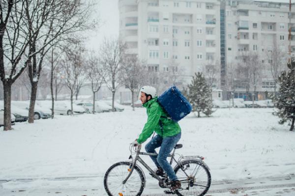 Auf zwei Rädern durch Matsch und Schnee – Saisonale Verbraucherinformation der ERGO Versicherung