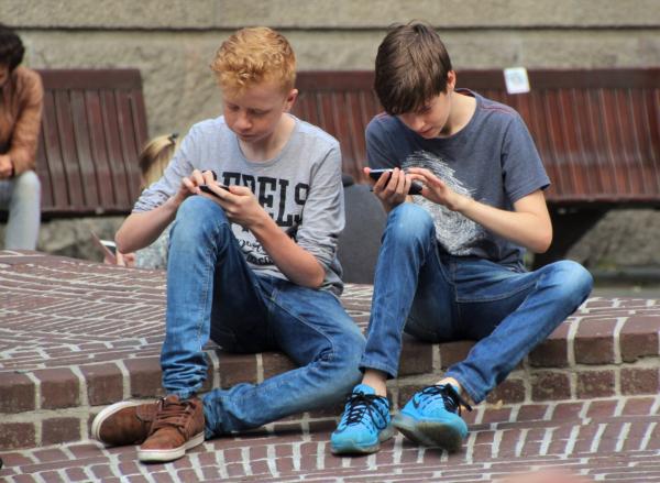Tatort Schule: Wer haftet bei Handydiebstahl?