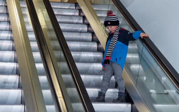 Rolltreppen – die unterschätzte Gefahr für Kinder