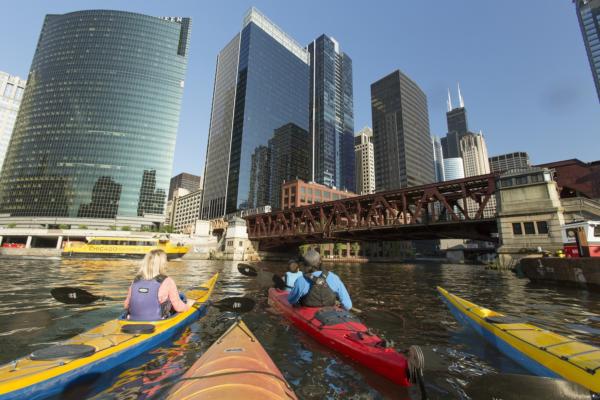 Weit draußen, hoch oben, mittendrin: Spektakuläre Perspektiven auf Chicago