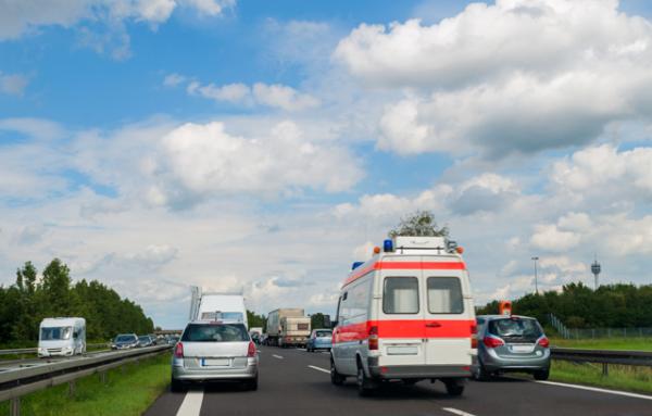 Rettungsgasse und Reißverschlussverfahren: Wie funktioniert's? – Verbraucherinformation der ERGO Rechtsschutz Leistungs-GmbH