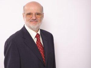 """Prof-Szazs-Schrägprofil-1-300x227 """"Hyperthermie und Radiowellen als mögliche Mittel gegen Krebs""""."""