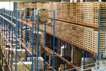 viele pakete wenig zeit fuer essen und trinken - stressige Jobs Logistik, Spedition, Paketzusteller